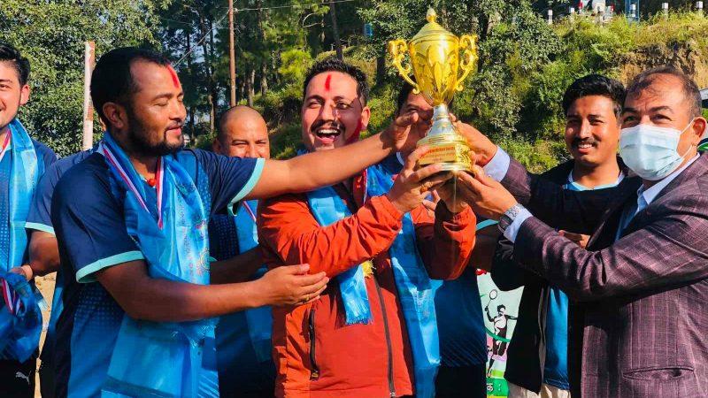 दोस्रो सुगम आन्तरिक ब्याडमिन्टन प्रतियोगिताको उपाधि अंगुर पौडेल र कृष्ण केसीलाइ