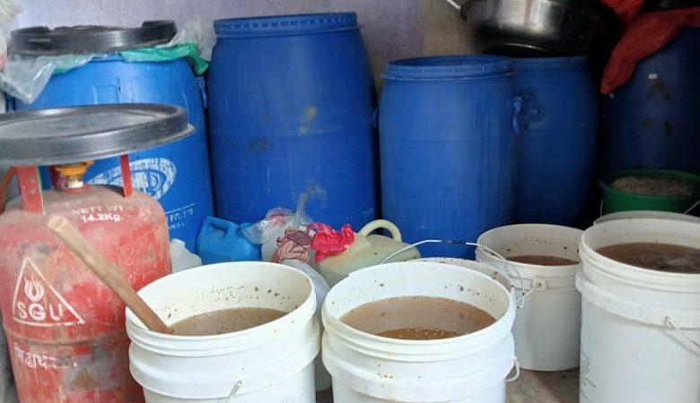 बुढानिलकण्ठ -१० निलोपुलमा करिव ३ हजार लिटर घरेलु मदिरा र कच्चा पदार्थ नस्ट